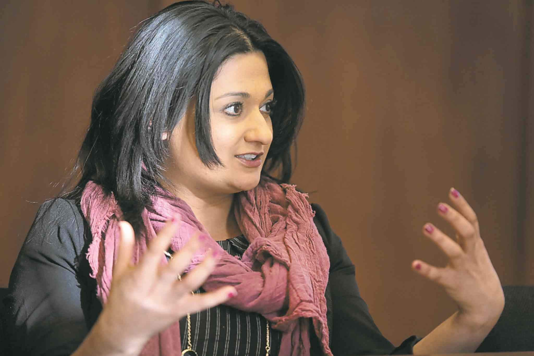 Manitoba Liberal Leader Rana Bokhari speaks with the Brandon Sun editorial board in 2015. (Bruce Bumstead / Brandon Sun files)