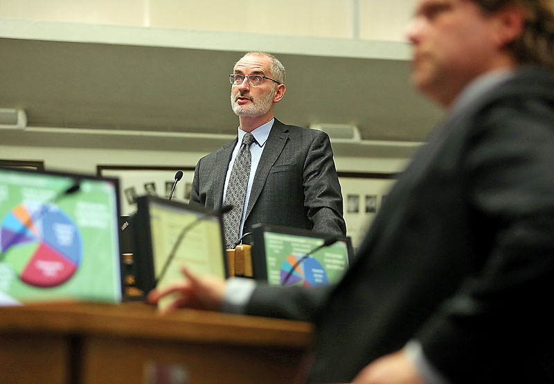 City of Brandon Treasuer Dean Hammond addresses council during last years budget deliberations. (Brandon Sun- File)